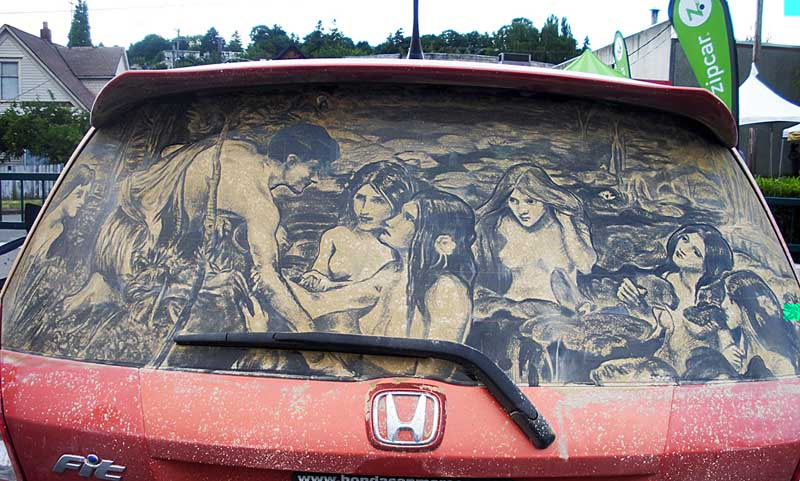 Carro sujo torna-se espaço de arte